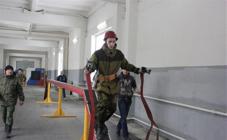 В МЧС провели занятия по пожарно-прикладному спорту для тульских казаков