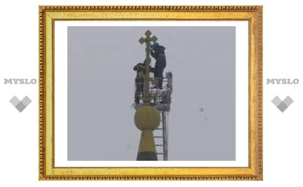 В Свято-Успенском храме реставрируют кресты
