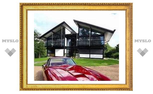 Англичанин построил роскошный дом для своих автомобилей