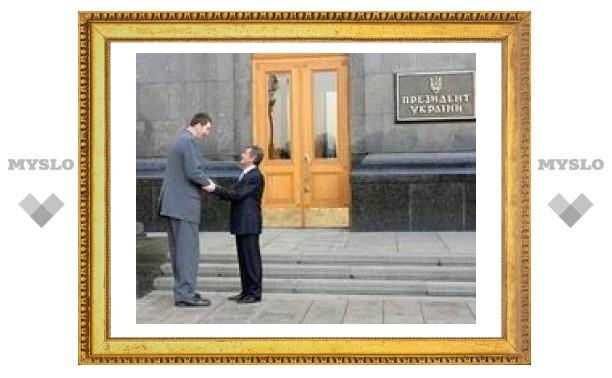 Президент Ющенко подарил самому высокому человеку в мире специальный автомобиль