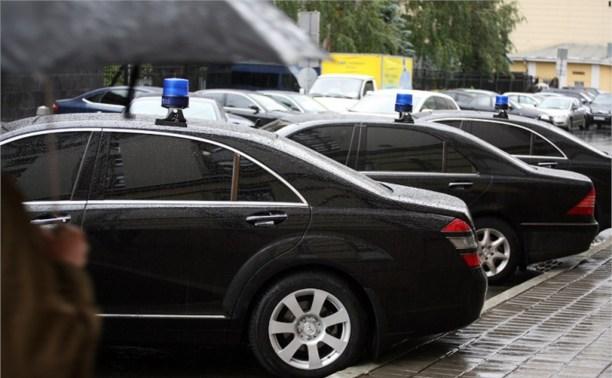 Чиновникам разрешат ездить на авто не дороже двух миллионов рублей
