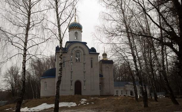 Митрополит Алексий освятил колокола храма в поселке Рождественский