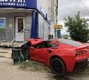 В Туле спорткар влетел в ломбард: момент ДТП попал на видео