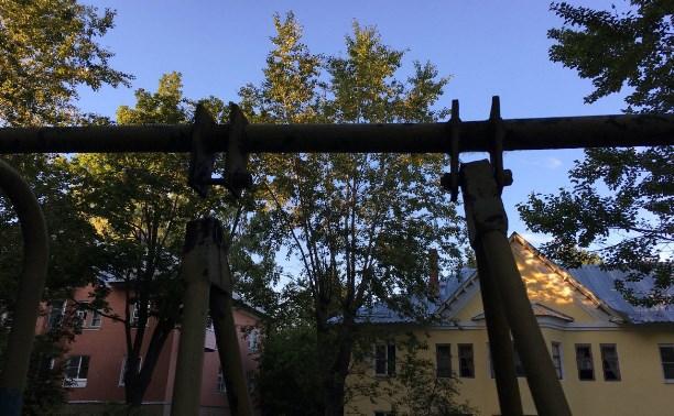 Жители Косой Горы в Туле: Такая детская площадка опасна для наших малышей!