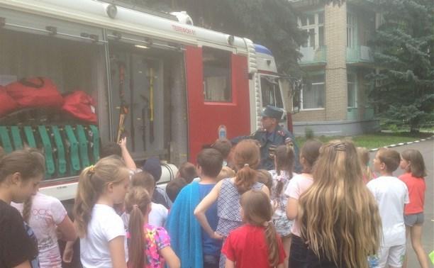 Тульских школьников научили правильно вести себя на пожаре