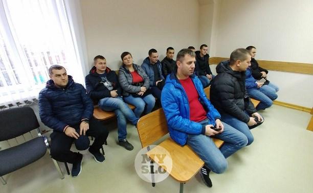 Конфликт водителя-инвалида и ГИБДД в Туле: 14 коллег инспектора пришли поддержать его в суде