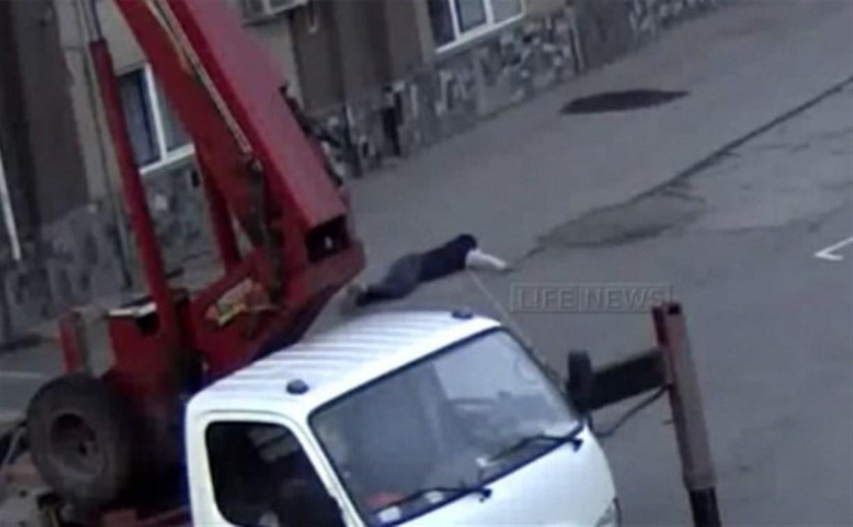 Видеокамеры зафиксировали падение болельщика «Спартака» с крыши стадиона в Туле