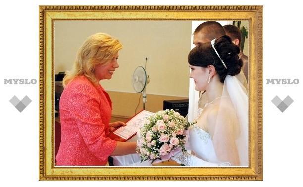 15 свадеб отгремело в Щекине на День молодежи