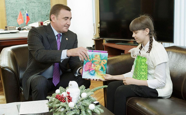 Губернатор Тульской области подарил тульской школьнице смартфон