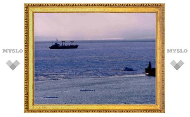 В Охотском море застрял российский танкер