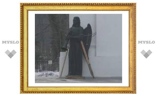 У Всехсвятского собора появился ангел