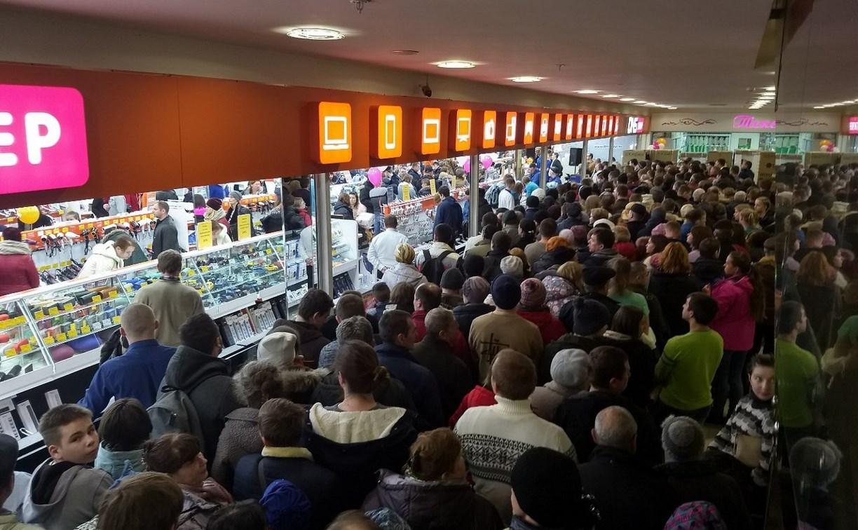 В Туле покупатели устроили дикую давку в погоне за скидками