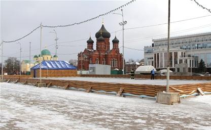 В Туле снова залили каток на площади Ленина