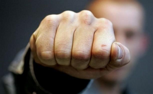 В Тульской области двое учащихся избили мужчину