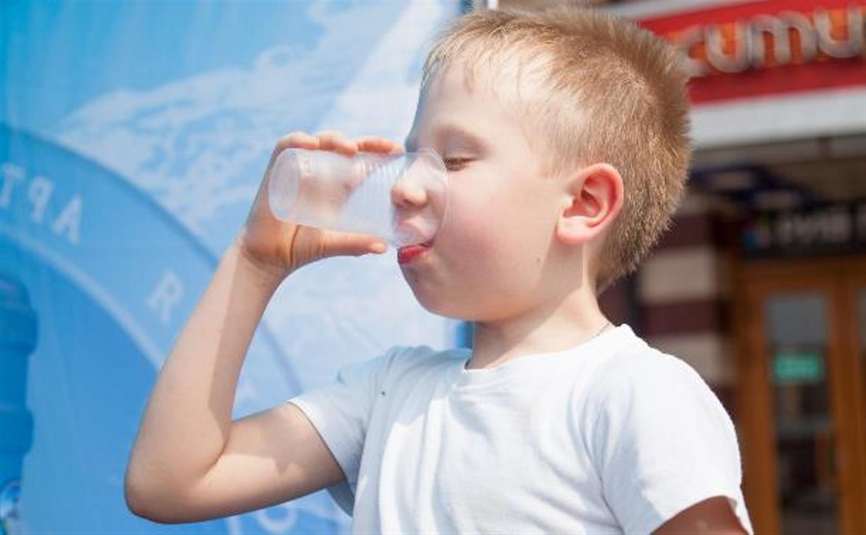 На улицах Тулы из-за жары раздают питьевую воду