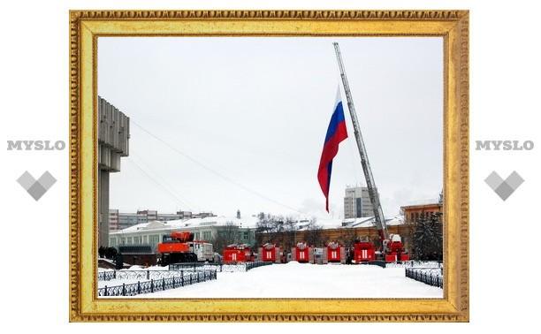 """К """"белому дому"""" пригнали машины МЧС"""