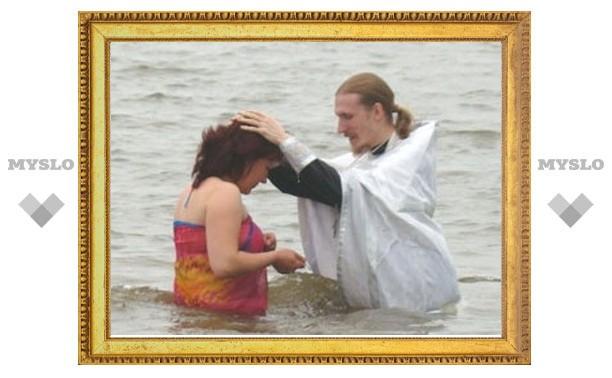 120 человек приняли Крещение в Западном благочинии