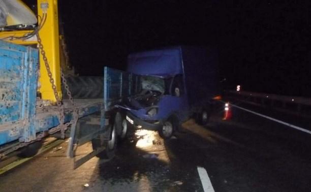 В столкновении грузовиков на М4 погиб один человек