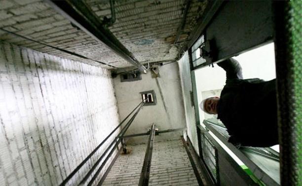 В Заречье мужчина разбился насмерть, упав в шахту лифта новостройки