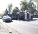 Под Тулой столкнулись два грузовика: с одного свалился броневик