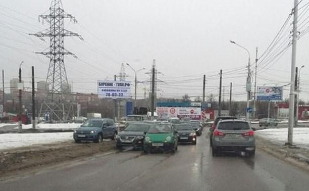 Ул. Ложевая встала в огромной пробке