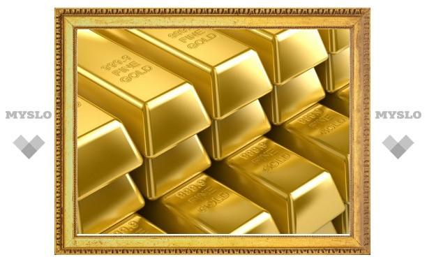 Золото впервые подорожало до 1500 долларов за унцию
