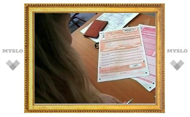 Медведев запретил приносить мобильники на ЕГЭ