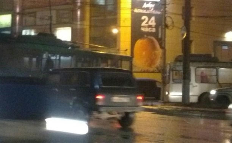 С кольца на Зеленстрое не могут уехать троллейбусы