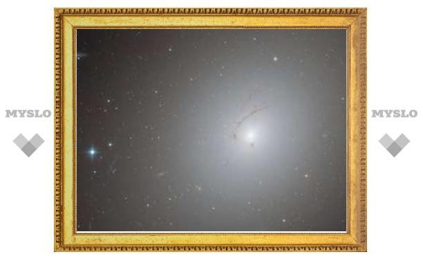 """Телескоп """"Хаббл"""" обнаружил галактику-крючок"""