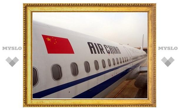 Двое угонщиков китайского самолета скончались в больнице