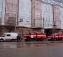 В «Гостиный двор» подъехали несколько пожарных машин