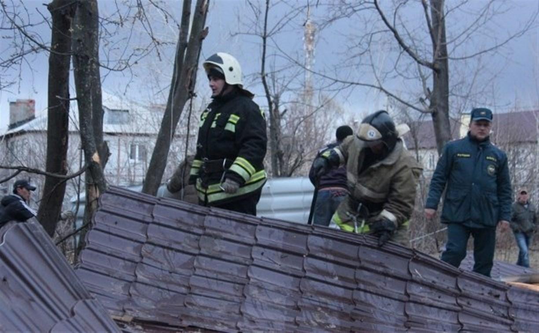 В Заокском начали ремонтировать испорченную штормом крышу пятиэтажки