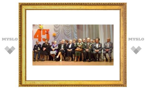 Студенты поздравили ветеранов ВОВ