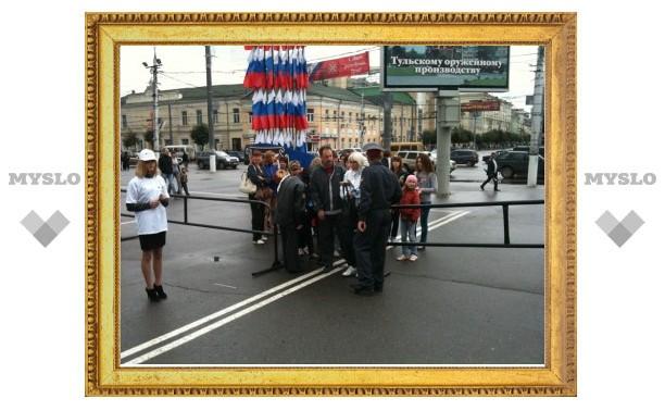 При входе на площадь Ленина гостей Дня города досматривает полиция