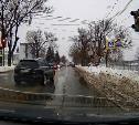 «Накажи автохама»: наглый водитель Infinity проехал на красный недалеко от инспекторов ДПС