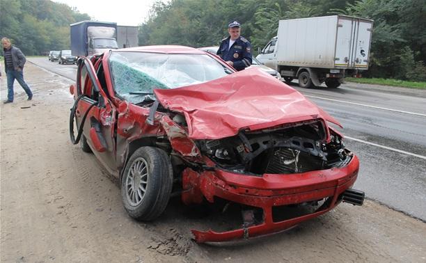 ДТП под Тулой: от удара одного из водителей выбросило на дорогу