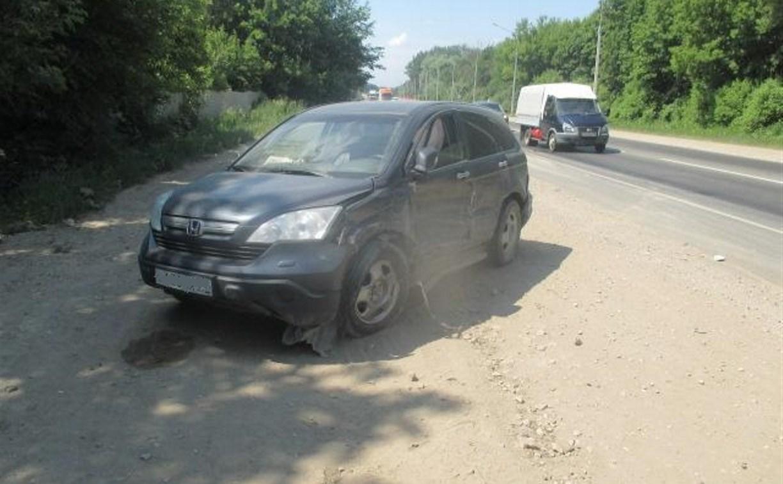 На трассе Тула-Новомосковск Nissan Almera снес две легковушки