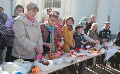 Туляки освятили куличи, яйца и пасхи в тульских храмах