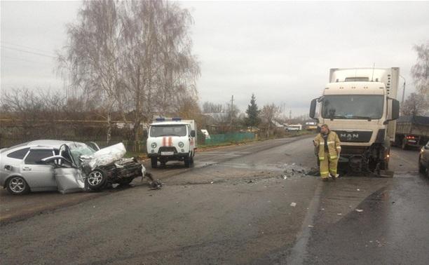 На трассе «Крым» легковушка протаранила грузовик