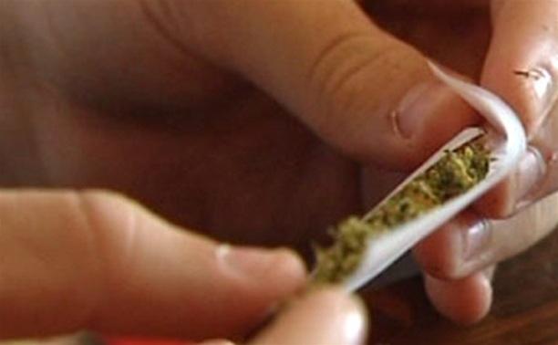 Двух жителей Кимовска оштрафовали за курение марихуаны