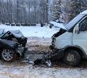 В Новомосковске столкнулись Mazda 3 и маршрутка: водитель иномарки был пьян