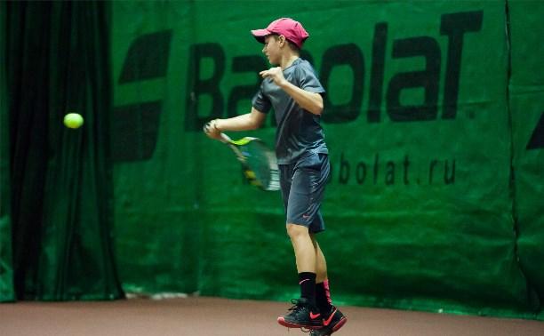 Егор Агафонов стал победителем новогоднего первенства по теннису