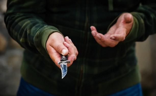 Житель Дубны угрожал ножом диспетчеру такси
