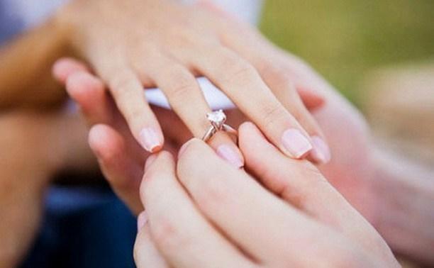 Питерские депутаты предложили жениться на проститутках