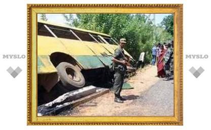 Террористы взорвали школьный автобус на юго-западе Шри-Ланки