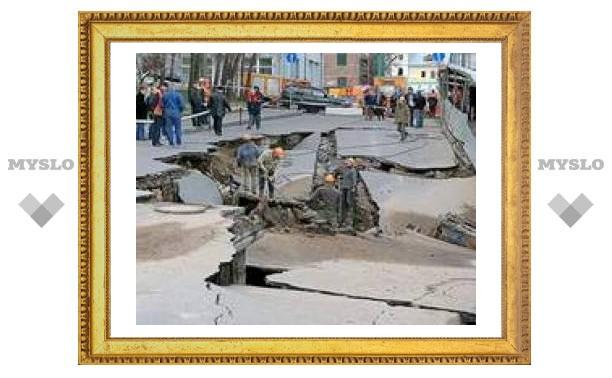 В Москве провалился перекресток рядом с Трубной площадью