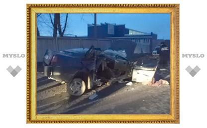 В Туле иномарка протаранила бетонный забор