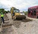 Рабочие продолжают разбирать старые конструкции черметовского моста