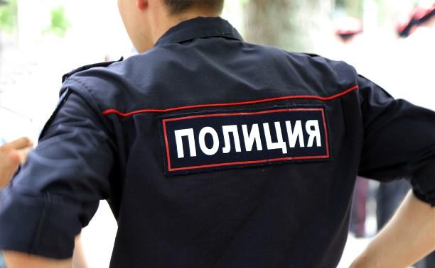 В Щекино 52-летняя женщина избила полицейского сумкой