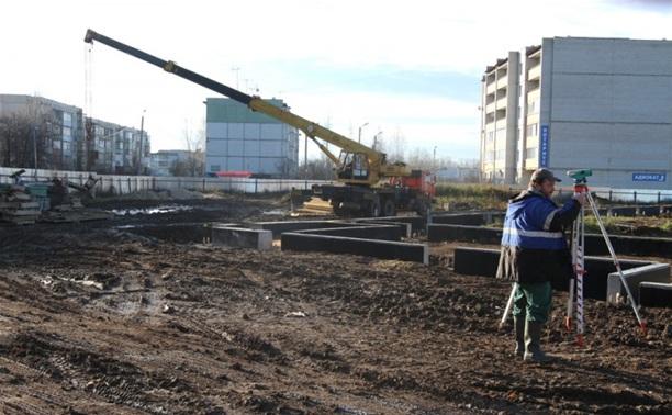 Владимир Груздев проинспектировал строительство крупнейшего спортивного центра в Веневе